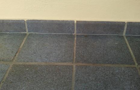Pavimento zoccolino dopo intervento di decorazione