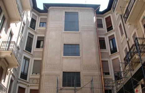 facciata graffito palazzo Milano