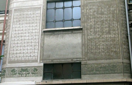 prima e dopo graffito facciata Milano